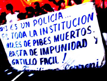 14_Cartel_2_policia_asesina.jpg