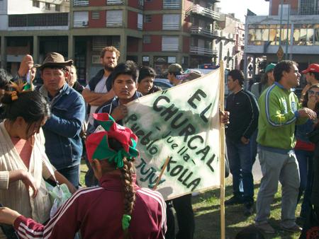 6_campesino_con_cartel.jpg