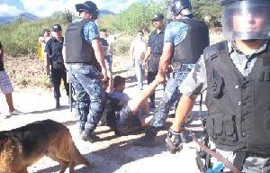 Imágen de la represión policial sufrida por la Asamblea El Algarrobo el 15 de febrero de este año.