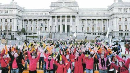 Reclamo-mayo-personas-apoyar-iniciativa_CLAIMA20100628_0024_4.jpg
