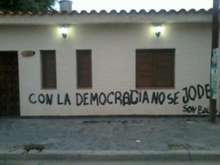 Pintada en el frente de la casa de Olga Ponce de León