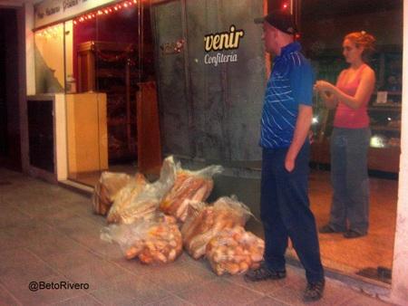 Panaderia_de_calle_Don_Bosco_saco_pan_para_evitar_saqueos_y_blindo_puertas_con_maderas-.jpg