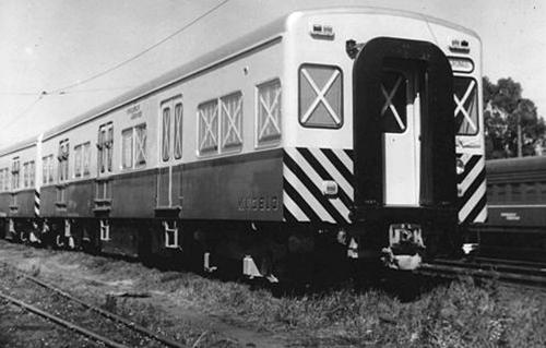 Formación tren eléctrico Toshiba desembarcado en 1962 sin uso