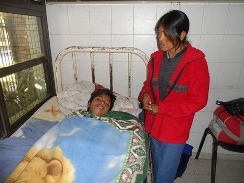 Imagen de Nazareno, herido por una bala de plomo policial, recuperándose en un hospital público local