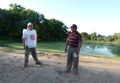 Héctor Felipe, con uno de los Enfermeros para la Asistencia Humanitaria (ENASHU