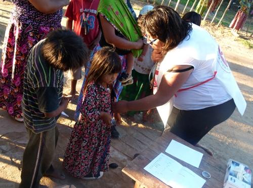 Enfermeros para la Asistencia Humanitaria (ENASHU) trabajando en Pescado Negro