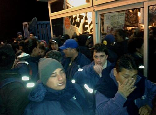 Trabajadores de Gestamp frente a la empresa cerrada - Hoy, lunes 2 de junio de 2014, a las 6 am - Por Valeria FGL