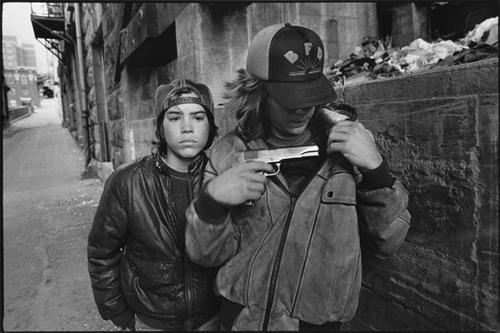 Rat y Mike con una pistola (Seattle, Washington, 1983).