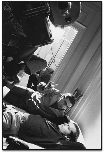 Giuseppe Rotunno, director de fotografía, comenta una toma con Jack Nicholson (Carnal Knowledge, Vancouver, BC, Canada, 1970)