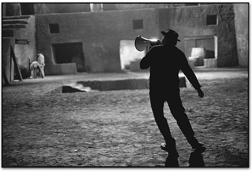 Federico Fellini en el set de