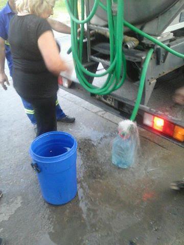 aysa-agua-camion.jpg