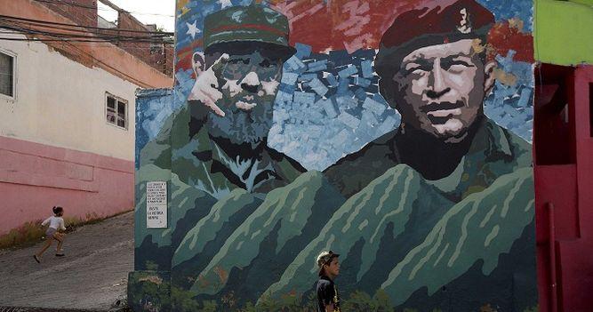 mural-fidel-castro-chavez-caracas_lprima20161127_0003_34.jpg