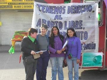 048_-_4_mujeres_y_micro.jpg