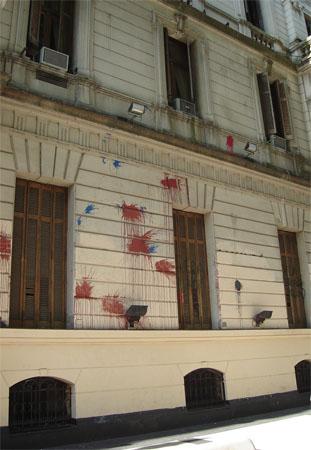 Casa_Gobierno_porten_escrachada.jpg