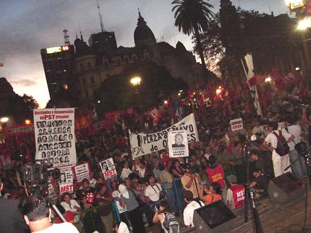 Discurso_gente_plaza.jpg