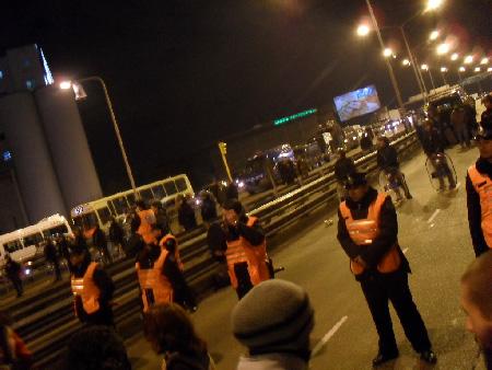 Un fuerte operativo policial durante el acampe nocturno marcó el