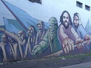 El clásico mural que se puede ver desde autos y colectivos al cruzar el Puente Pueyrredón
