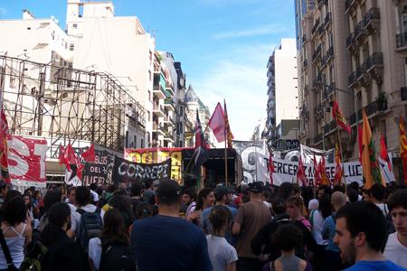 Foto ANRed: concetración en Callao y Corrientes en repudio al ataque sufrido por los y las trabajadores/as.