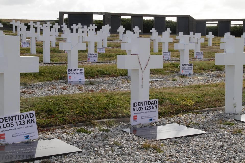 1_-_cpm_en_el_cementerio_de_darwin.jpg