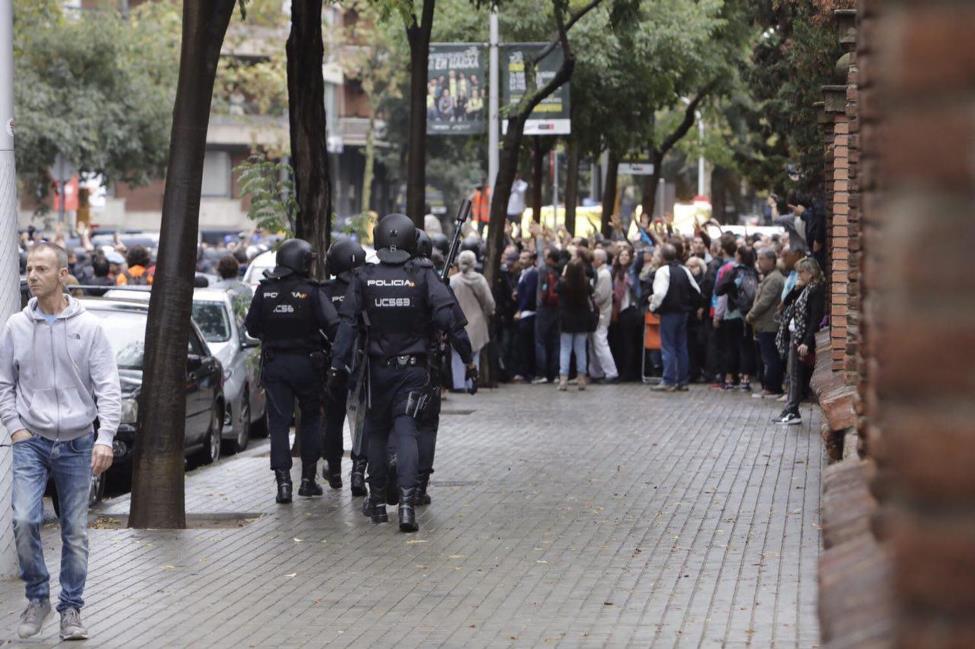 policia_colegio_victor_serri.jpg
