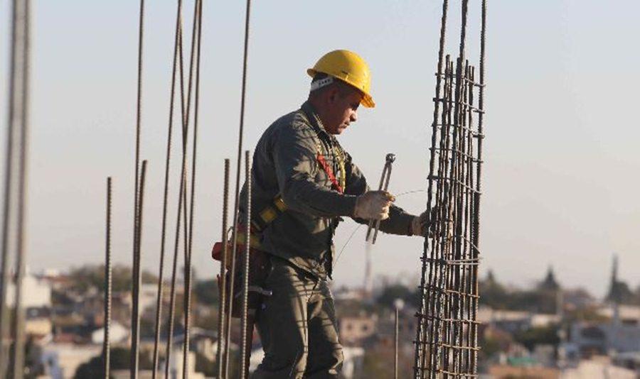 obrero-construccion-armadura-hierro.jpg